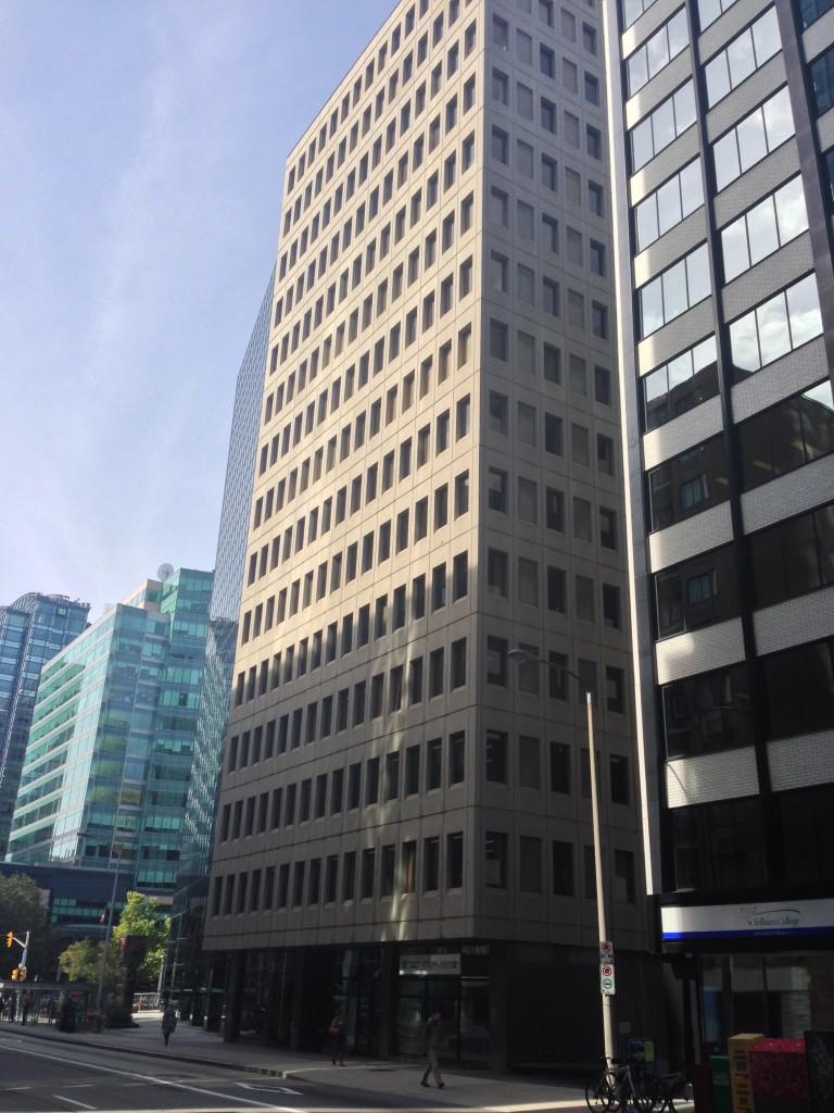 ILSO office building street view | L'édifice dans lequel se trouve le BSJI, vu de la rue